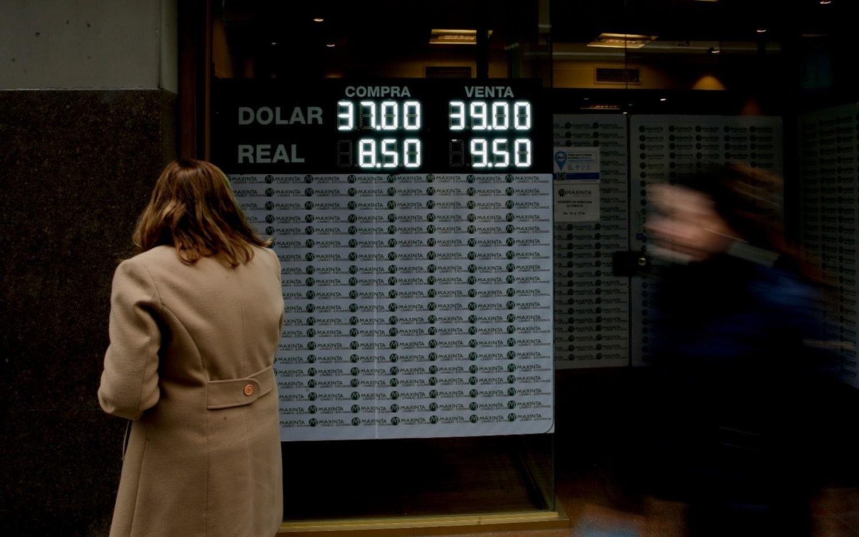 El dólar dio otro paso atrás, sin intervención del Banco Central