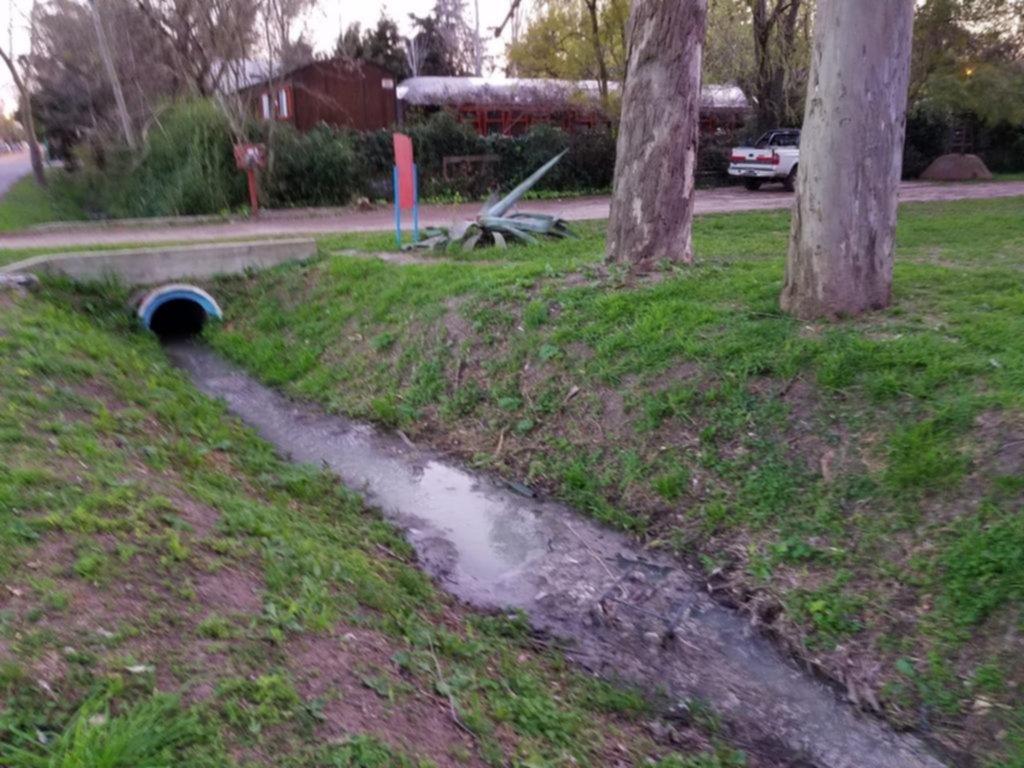 El arroyo Rodríguez, contaminado por una cloaca