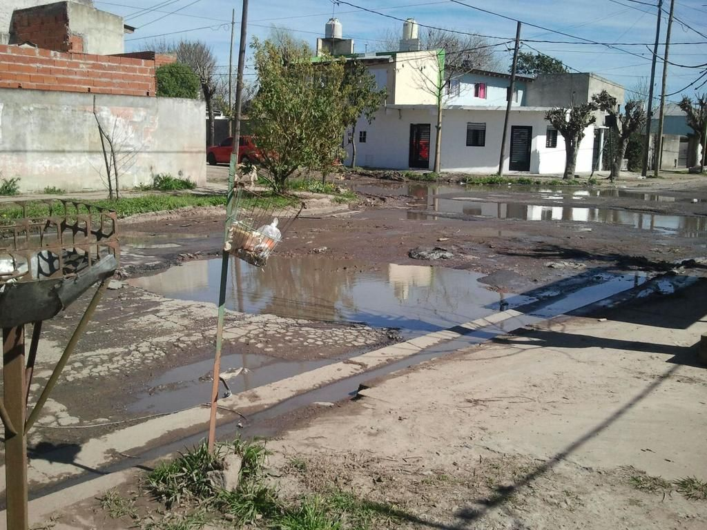 """En Altos de San Lorenzo, una calle """"bombardeada"""""""
