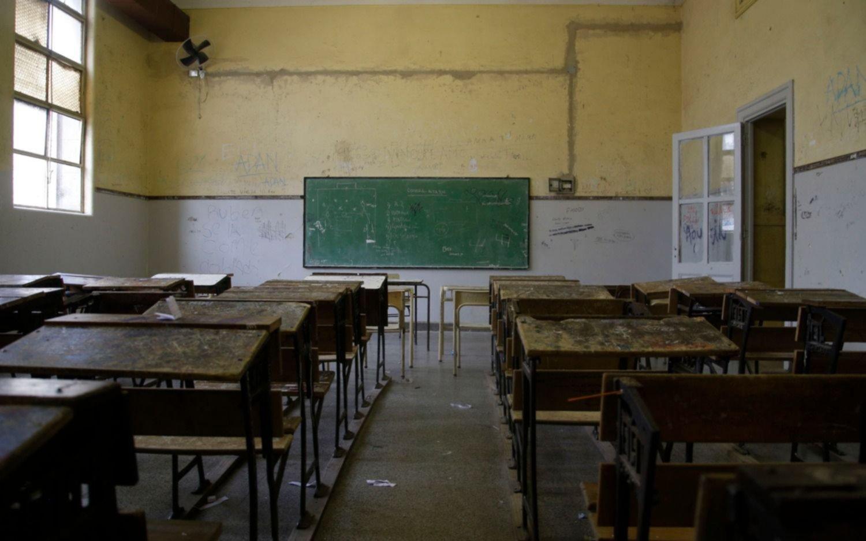 Paran docentes y auxiliares y se complican  las clases en las escuelas de la Ciudad