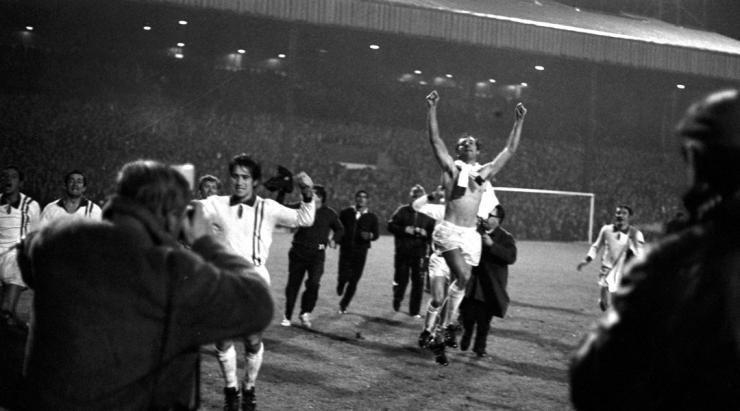 Preparan los festejos para los 50 años de la Copa del Mundo en Old Trafford
