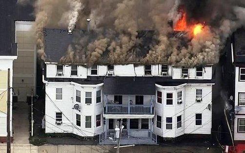 Varias casas en llamas tras explosiones de gas en Massachusetts