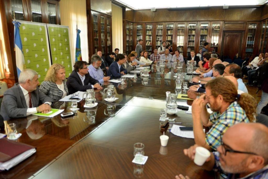 Frente a una inflación que no cede, Vidal ajusta otro 4% el sueldo de los estatales