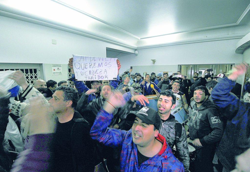 Trabajadores mantuvieron encerrado por nueve horas al presidente del Astillero