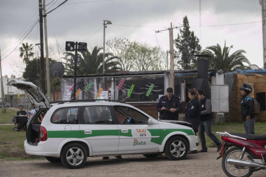 Se robó un taxi, pero chocó a pocas cuadras y lo atraparon