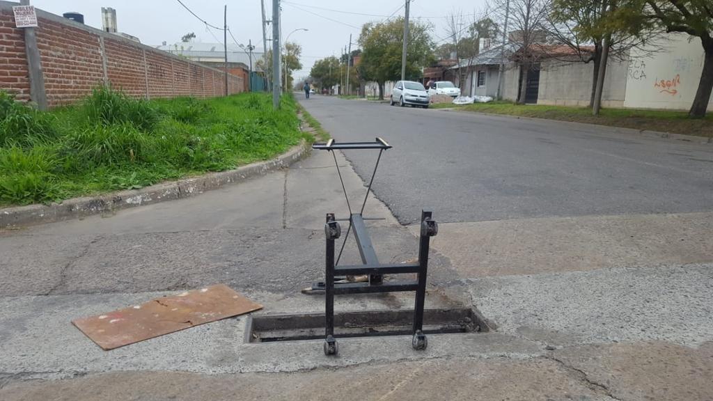 """Un """"trampa urbana"""" en plena calle en 27 y 530"""