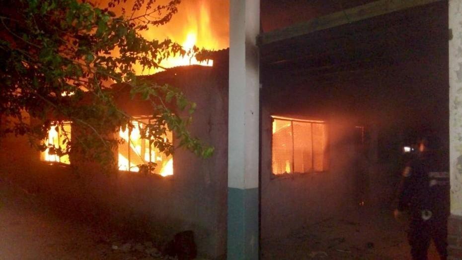 El incendio intencional de una secundaria de Moreno vuelve a golpear a un distrito castigado