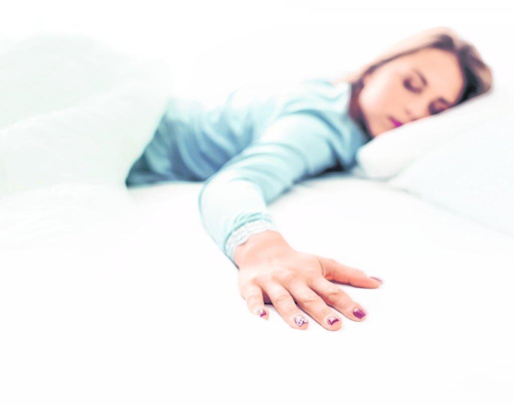 """¿Lejos o haciendo """"cucharita""""?: cuando dormir en camas separadas no equivale a desamor"""