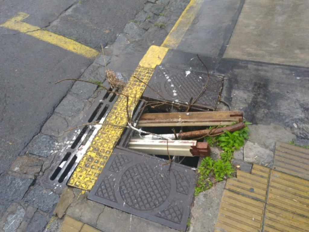 """En diagonal 78 y 5 hay una """"trampa"""" para los peatones"""
