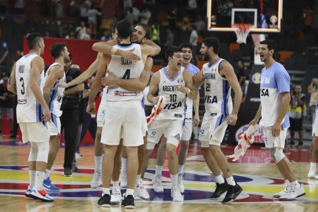Argentina dominó a Serbia, hizo historia y se metió en la semifinal