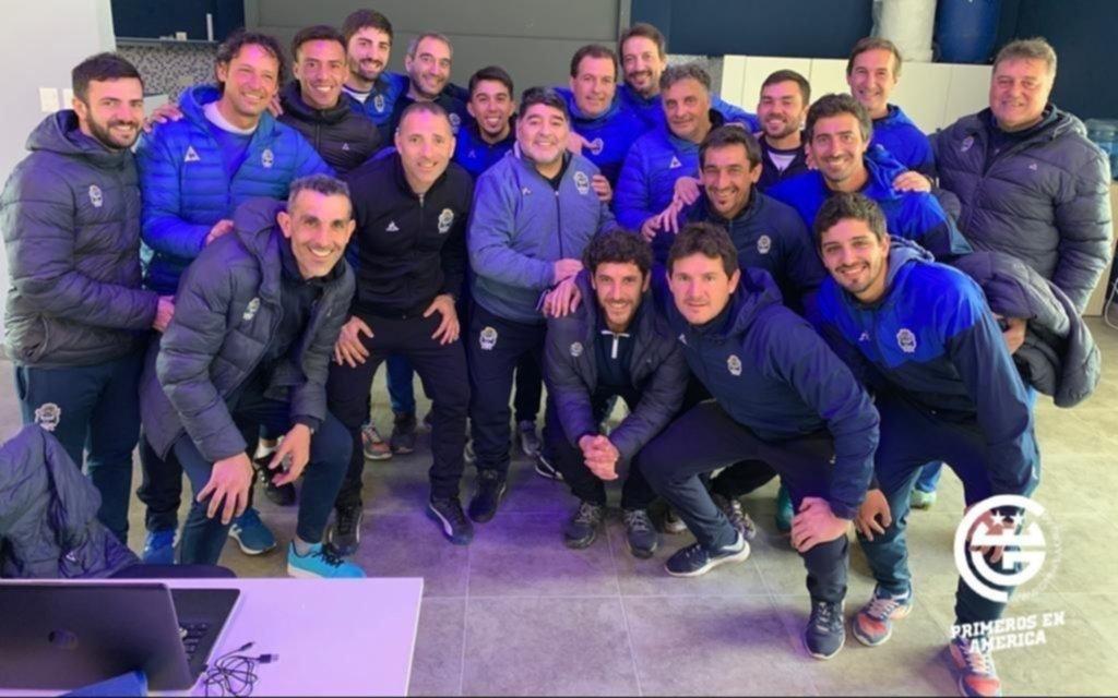Maradona paró su primer equipo de cara al debut ante Racing