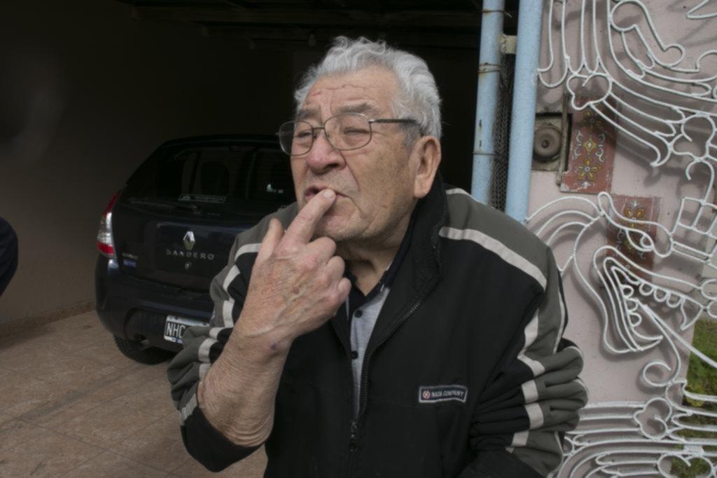 Atacaron con una espada y golpearon con una pistola a un jubilado para robarle