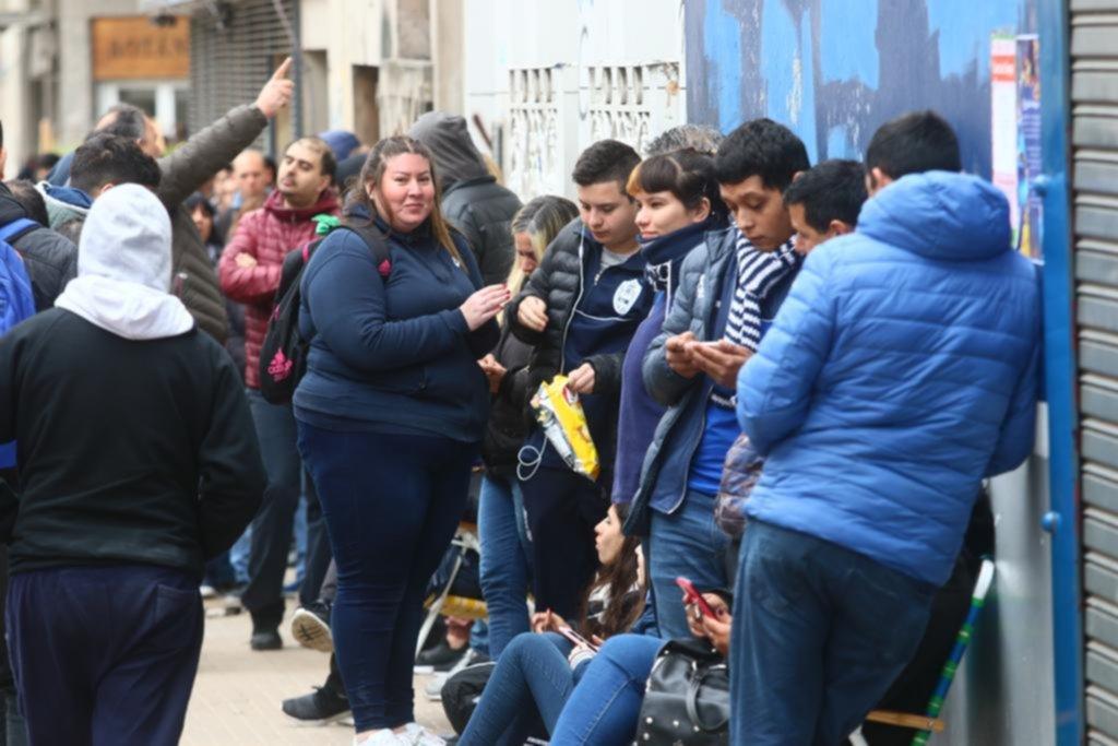 """La """"fiebre"""" por Maradona no se detiene en la Sede Social"""
