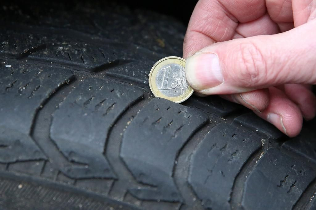 """Escaso dibujo del neumático propicia el """"aquaplaning"""""""