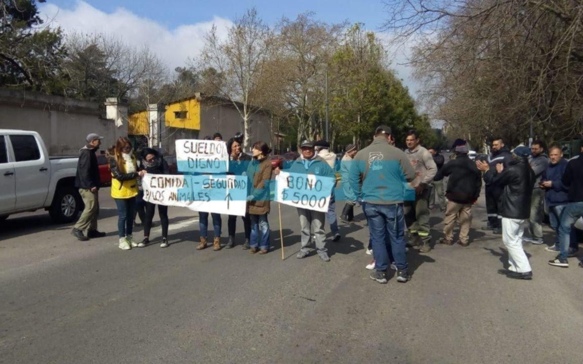 Trabajadores del ex Zoo platense protestaron en la avenida 52