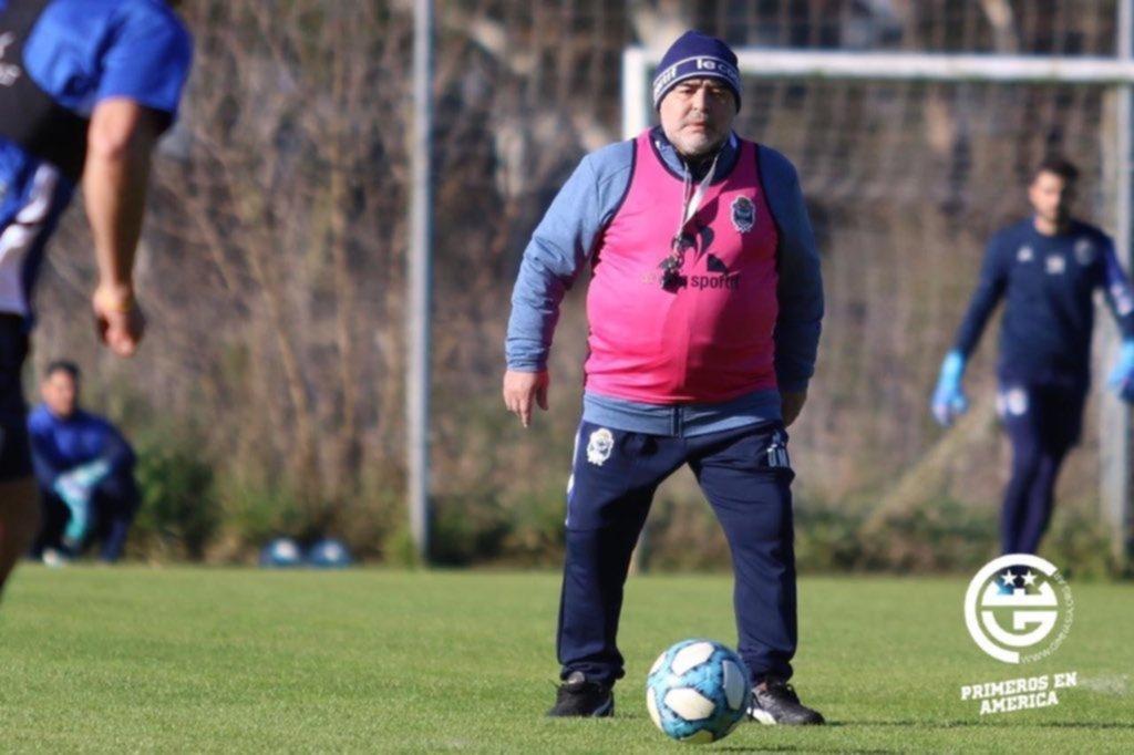 Con permiso previo: Diego Maradona se ausentó del entrenamiento de Gimnasia