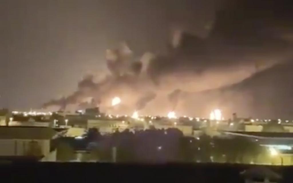 Feroz ataque con drones deja en llamas a dos petroleras sauditas