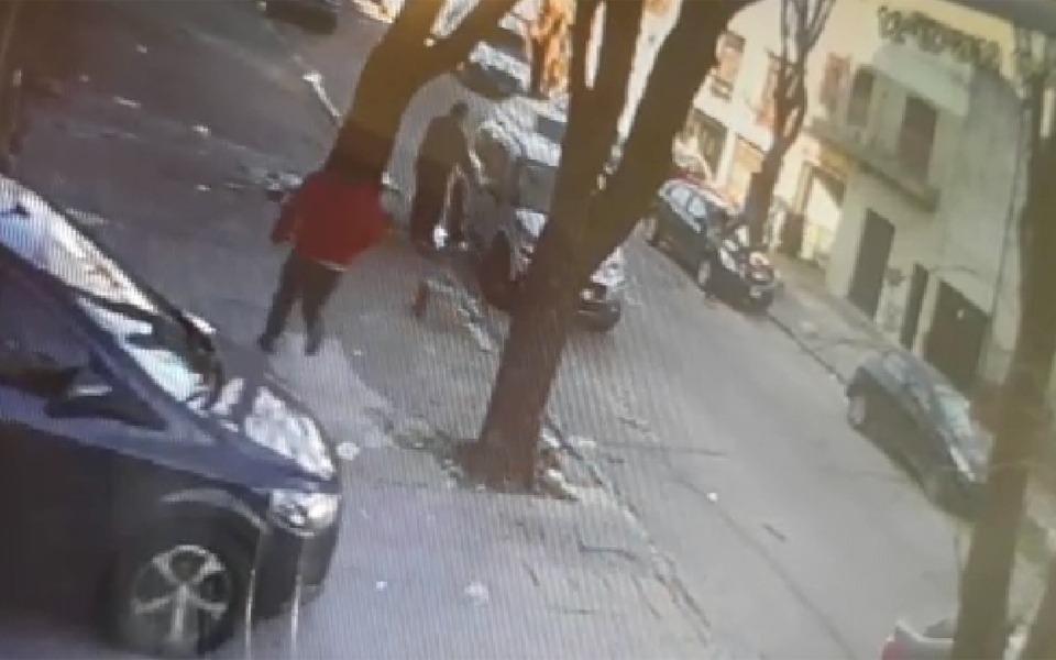 En audaz arrebato callejero, empujaron a un comerciante y le quitaron dinero en B. Norte