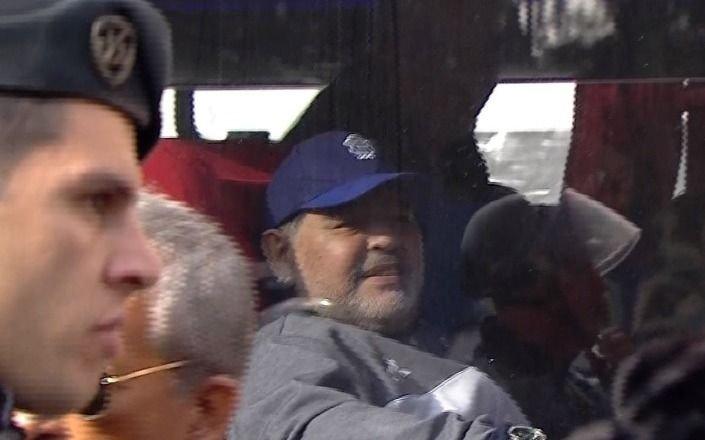 El minuto a minuto de Maradona en el Bosque: así lo vivió el DT del Lobo