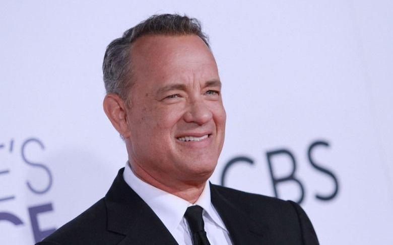 Tom Hanks se limpió la cara tras saludar a Jennifer Lopez y estallaron las redes