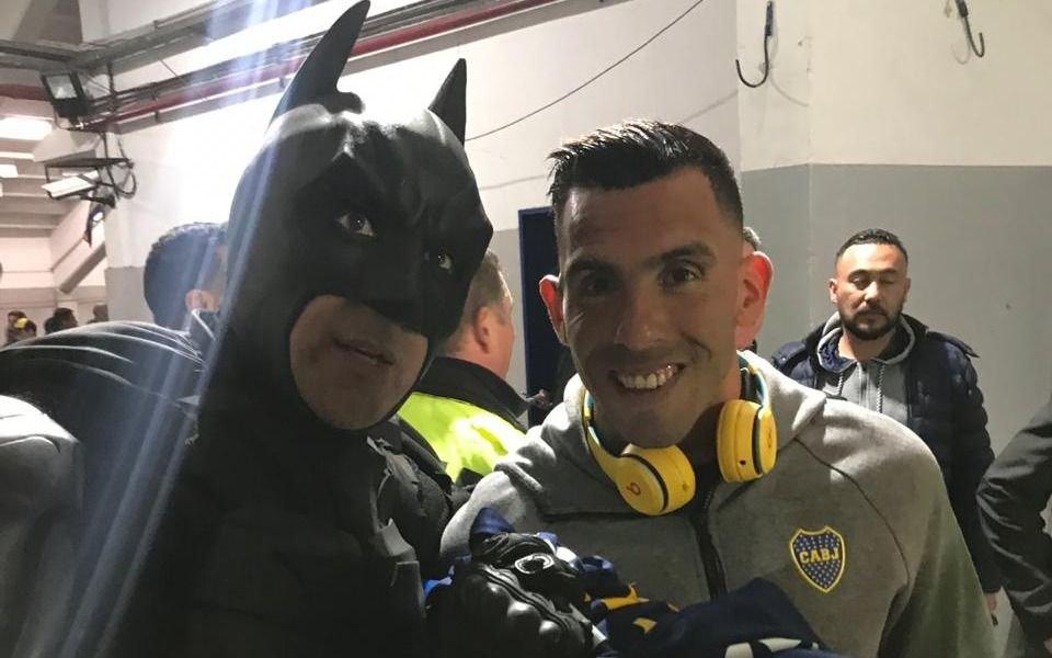 El Batman Solidario estuvo en la Bombonera