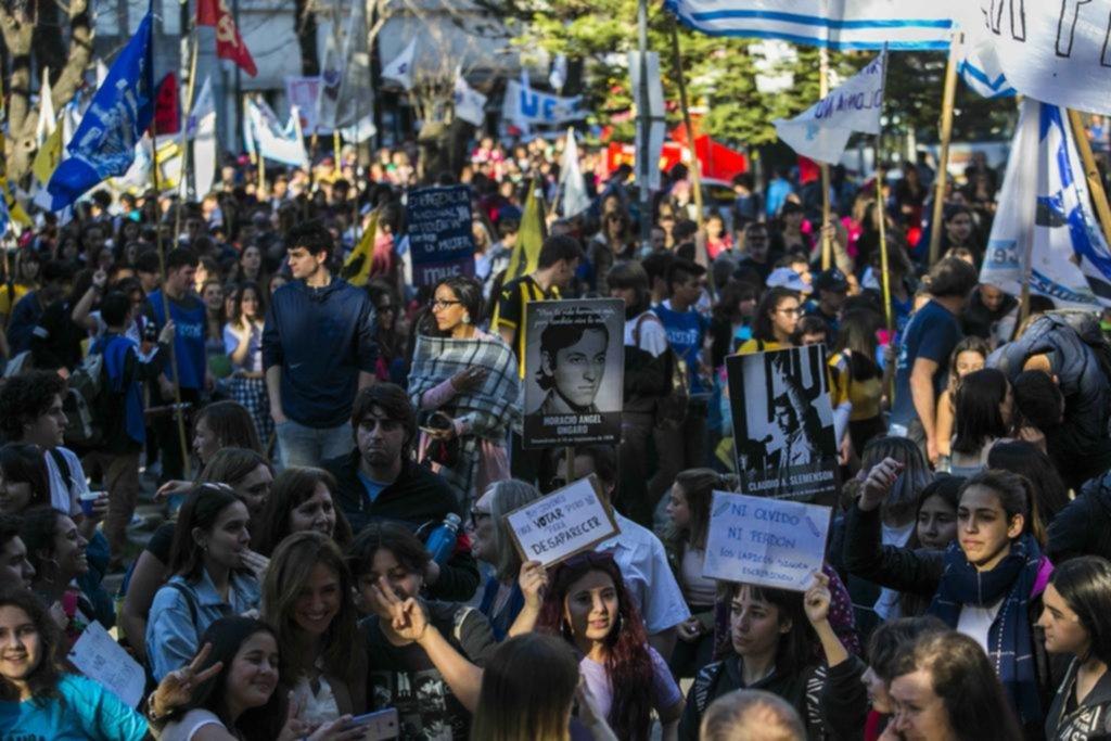 Nutrida movilización en La Plata, a 43 años de la Noche de los Lápices