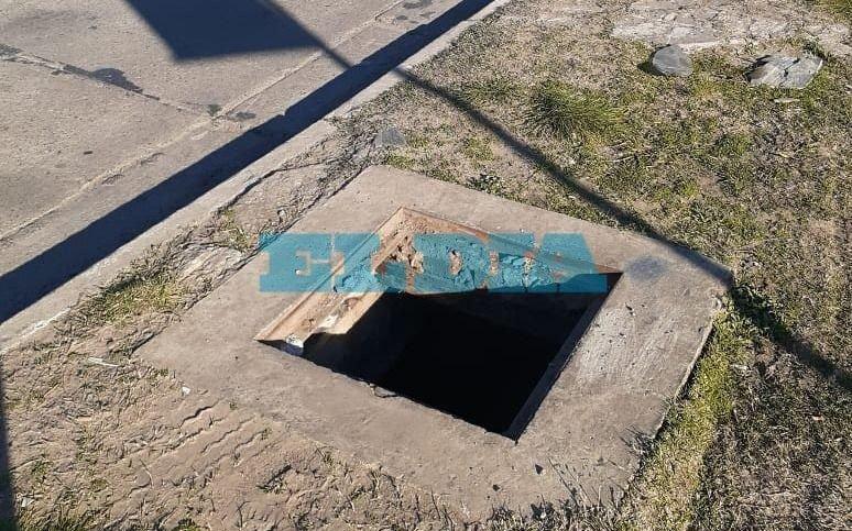 ¡Un peligro! Advierten por un pozo en Centenario y 508