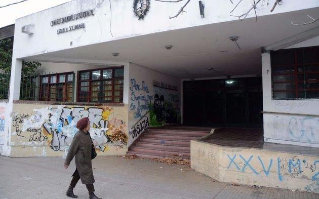 Alerta por la caída del techo de un aula en una escuela de la Región