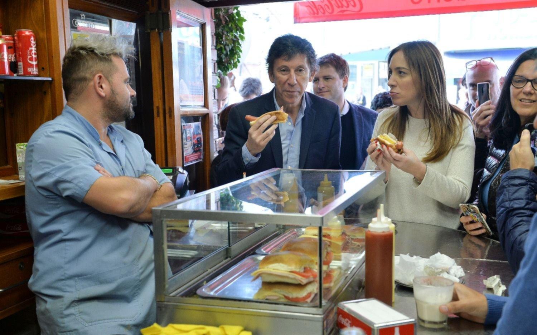Vidal visitó un hospital y recorrió el centro comercial de San Isidro