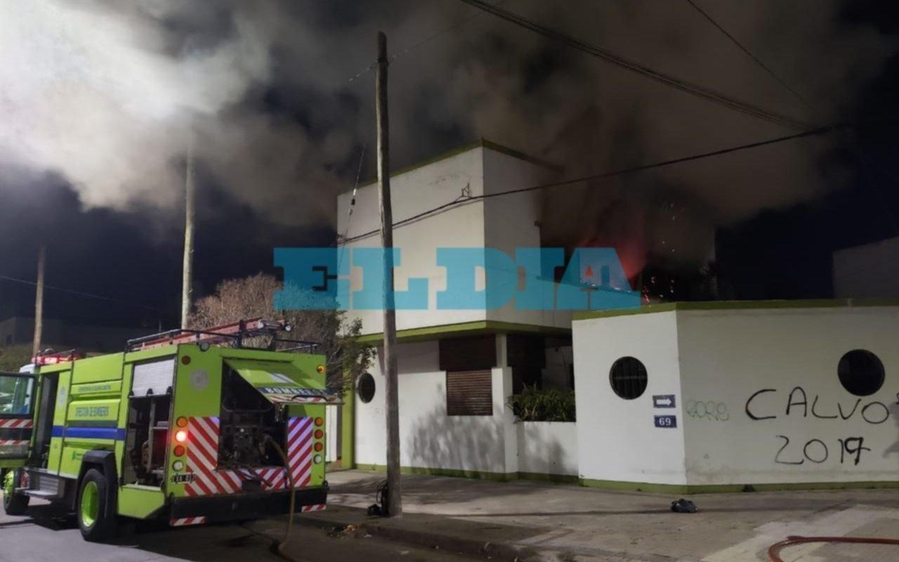 Susto en en el barrio de 21 y 69 por un incendio en una vivienda
