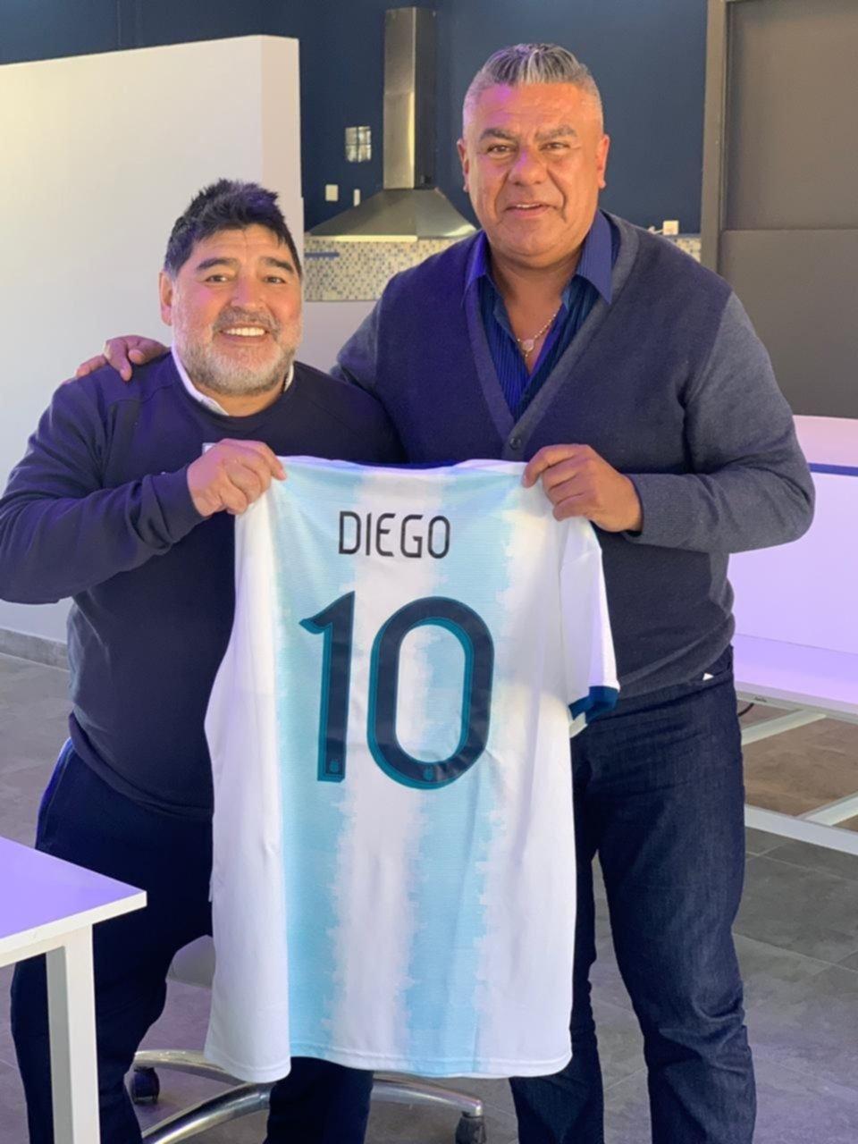 Chiqui Tapia comió un asado con Diego Maradona en Abasto