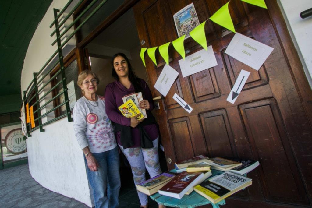 """Una """"suelta de libros"""" en Hernández para fomentar la lectura"""