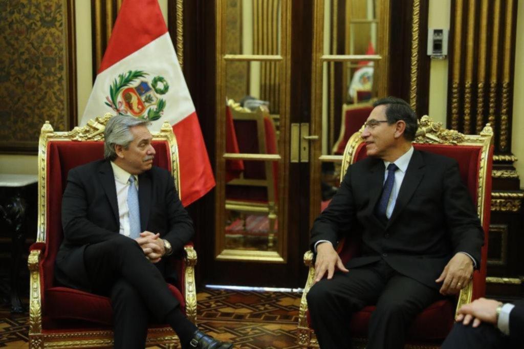 Alberto Fernández culmina una gira por Bolivia y Perú