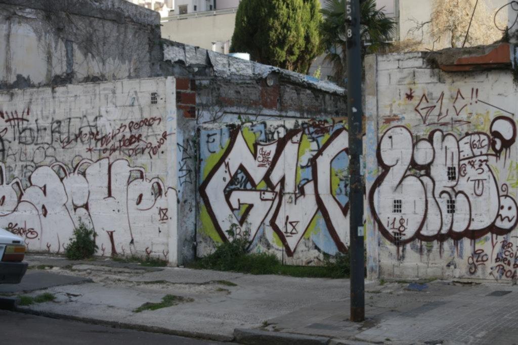 El vandalismo no frena y recuperar una fachada puede costar más de 40.000 pesos