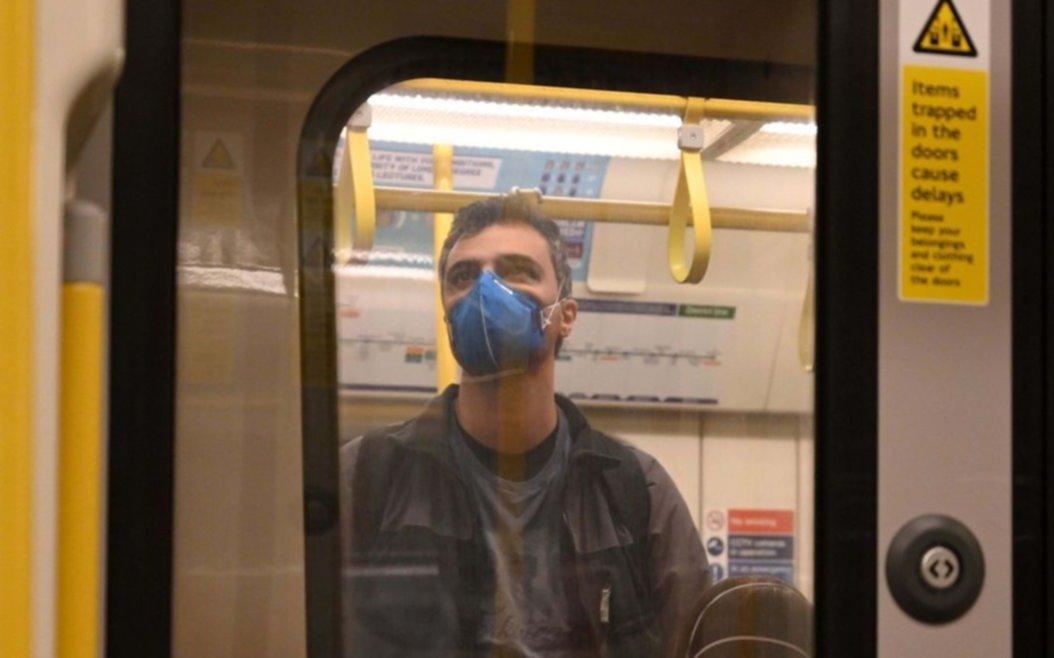 ¿Qué aconsejan expertos de todo el mundo a la hora de viajar en transporte público durante la pandemia?
