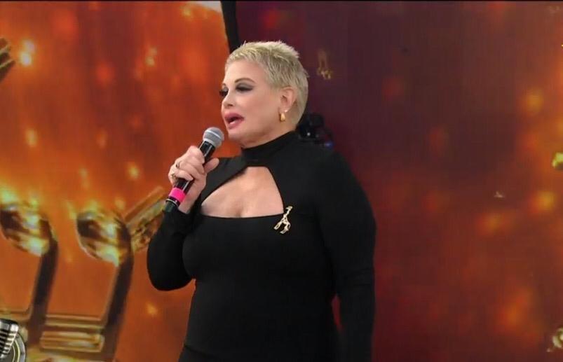 """Carmen tiene parálisis facial por estrés y deja el """"Cantando 2020"""""""