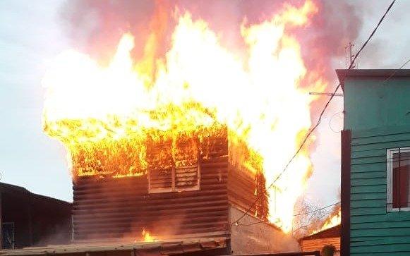 Voraz incendio en Punta Lara: una casa se quemó por completo