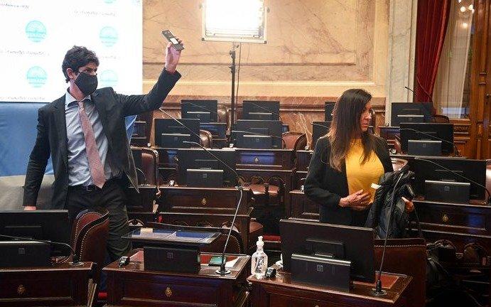 Picante cruce entre Cristina y Lousteau en el Senado