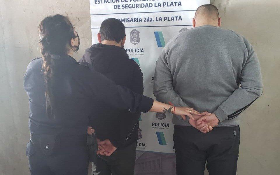 """Viajaban """"borrachos"""" en un micro y fueron denunciados por gritar, insultar y escupir: presos"""