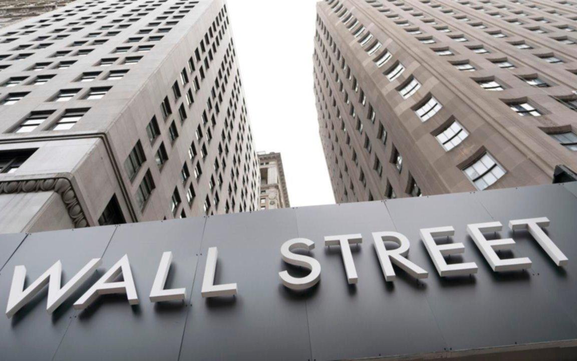 Derrumbe: los 8 bancos que cotizan en Wall Street valen la mitad de lo que valía uno de ellos en 2017
