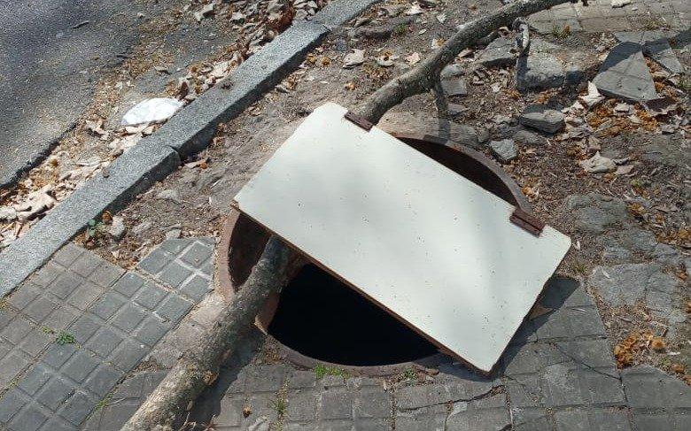 Vecinos volvieron  a advertir por peligrosos huecos tras el robo de tapas de desagües