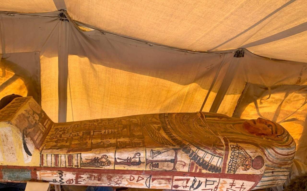 Hallazgo en Egipto: encuentran 27 sarcófagos intactos de hace 2.500 años en Egipto