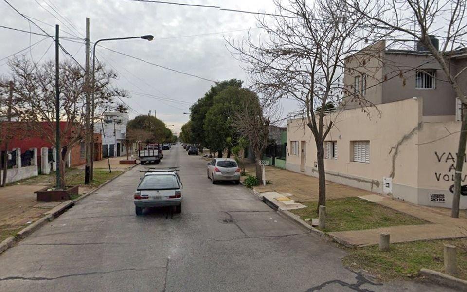 Violenta robo en La Loma: empujaron de una silla de ruedas a un joven con parálisis