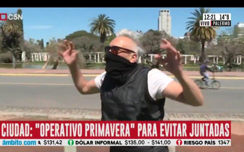 """""""Los vamos a echar de la Ciudad"""": agreden a Robertito Funes en vivo en Palermo"""