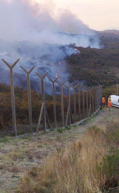 Seis dotaciones de bomberos controlaron el fuego cerca del centro espacial en Córdoba