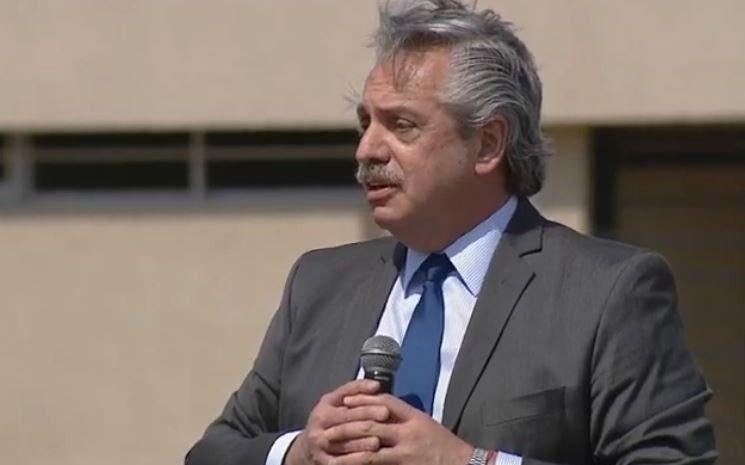 """Alberto Fernández: """"Los pícaros compraron dólares una y otra vez y se los llevaron del país"""""""