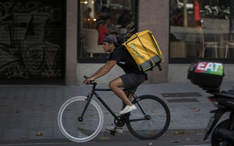 Tribunal falla contra Glovo en España y establece que los repartidores deberían ser considerados empleados