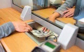 A pesar de los anuncios oficiales, la compra de dólares se demora hasta el lunes