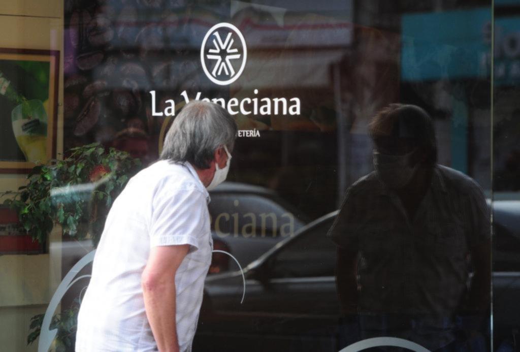 """La pandemia se lleva a otro clásico: cierra """"La Veneciana"""", la heladería de 12 entre 57 y 58"""