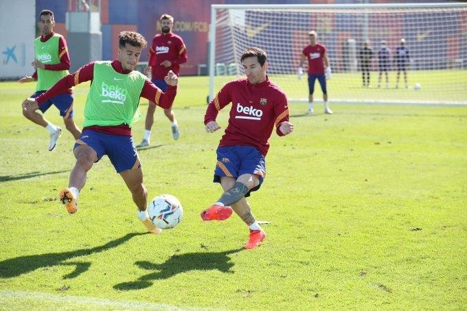 Messi debuta con el Barça en medio del escándalo